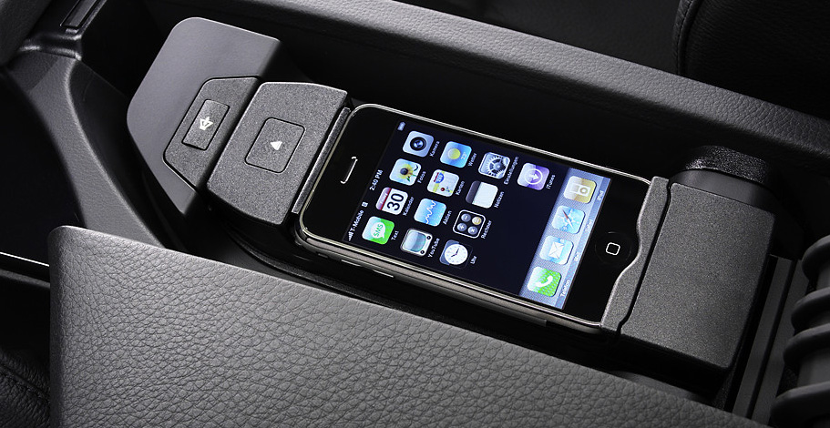 iphone 5 adapter cradle for bmw now available autoevolution. Black Bedroom Furniture Sets. Home Design Ideas