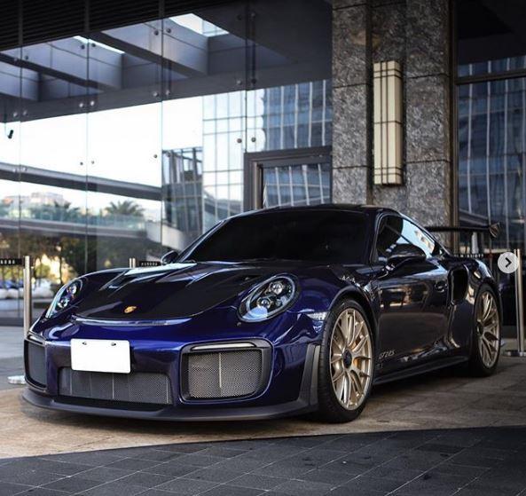 Porsche 911 Engine Test Stand: Iris Blue Metallic Porsche 911 GT2 RS Brings Back The 90s