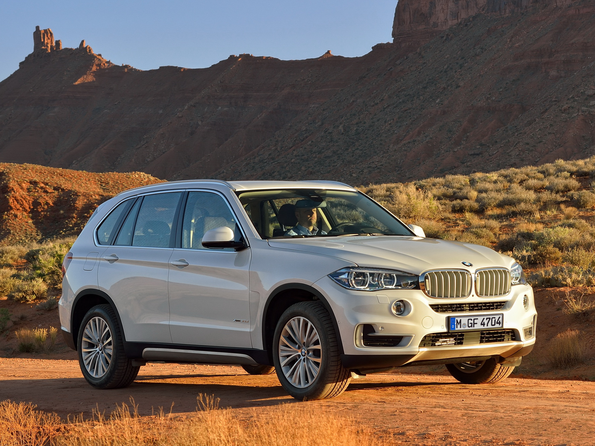 is the new bmw x5 xdrive25d worth buying autoevolution. Black Bedroom Furniture Sets. Home Design Ideas
