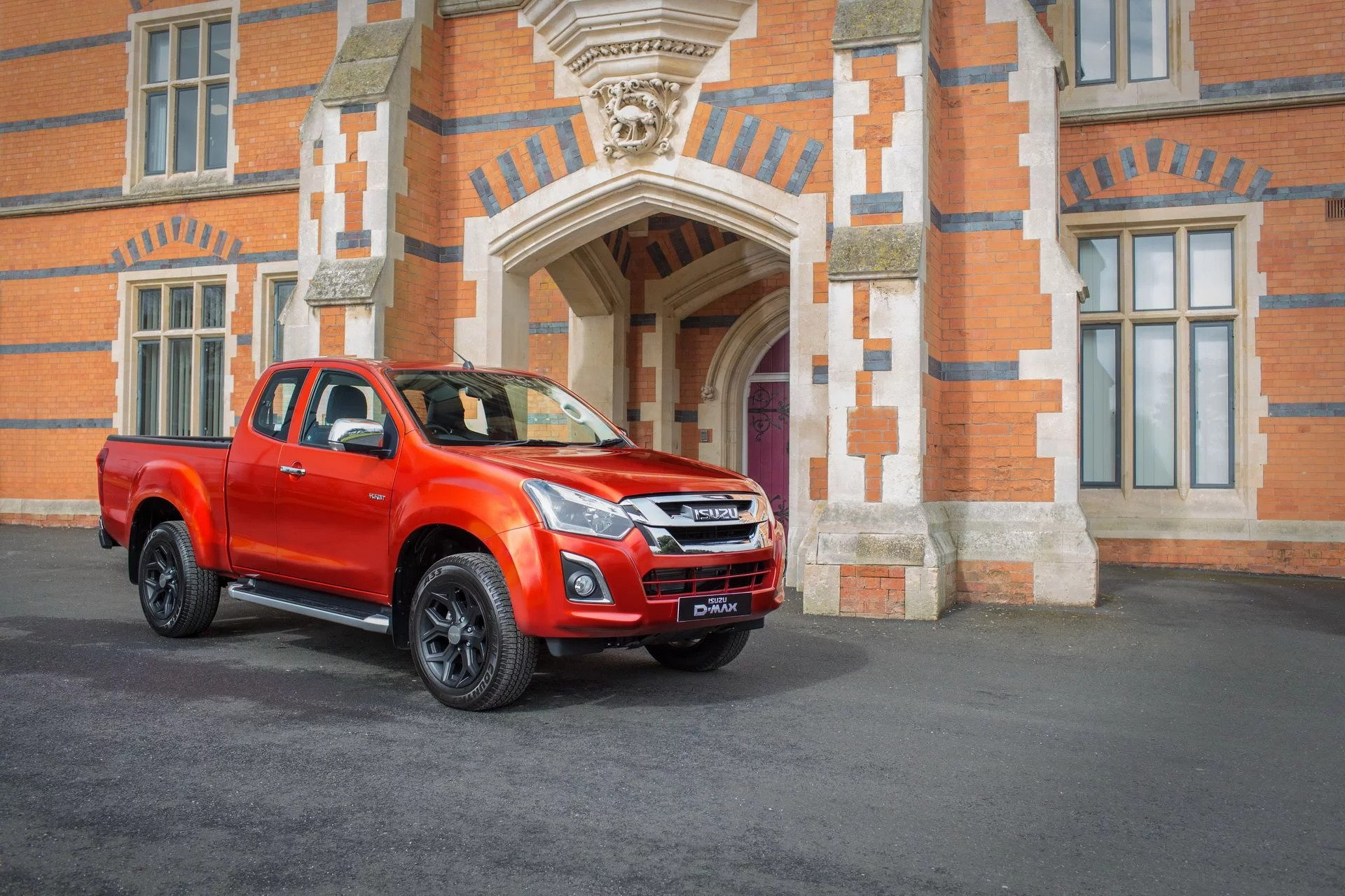 isuzu d-max gains yukon luxe extended cab version at cv show 2018
