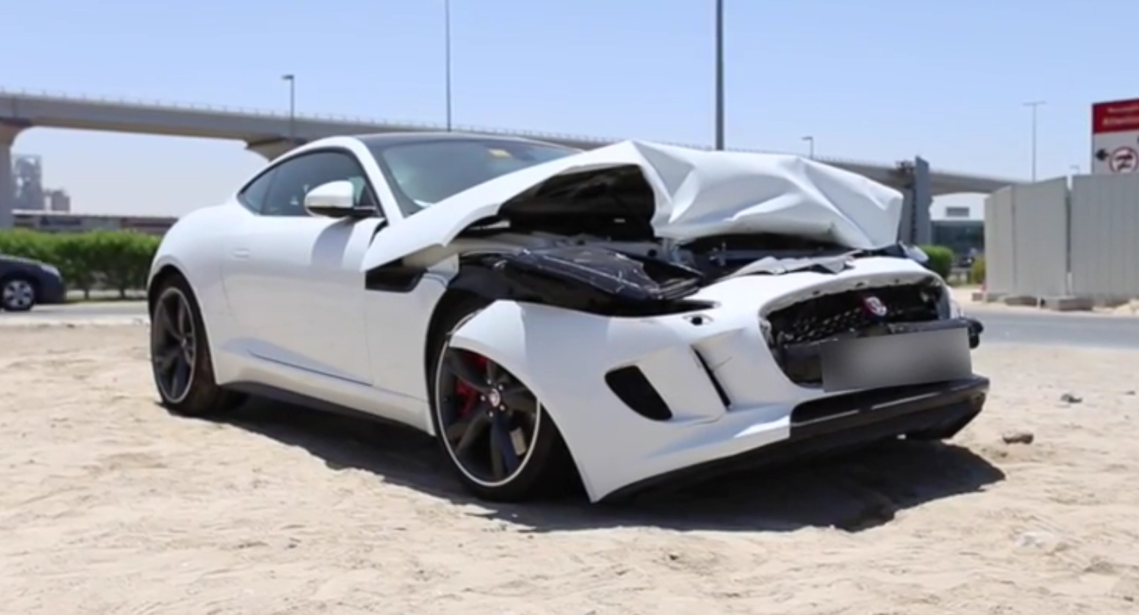jaguar f type r coupe wrecked in dubai autoevolution. Black Bedroom Furniture Sets. Home Design Ideas