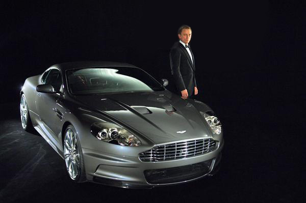 James Bond S Crashed Aston Sells For Big Bucks Autoevolution