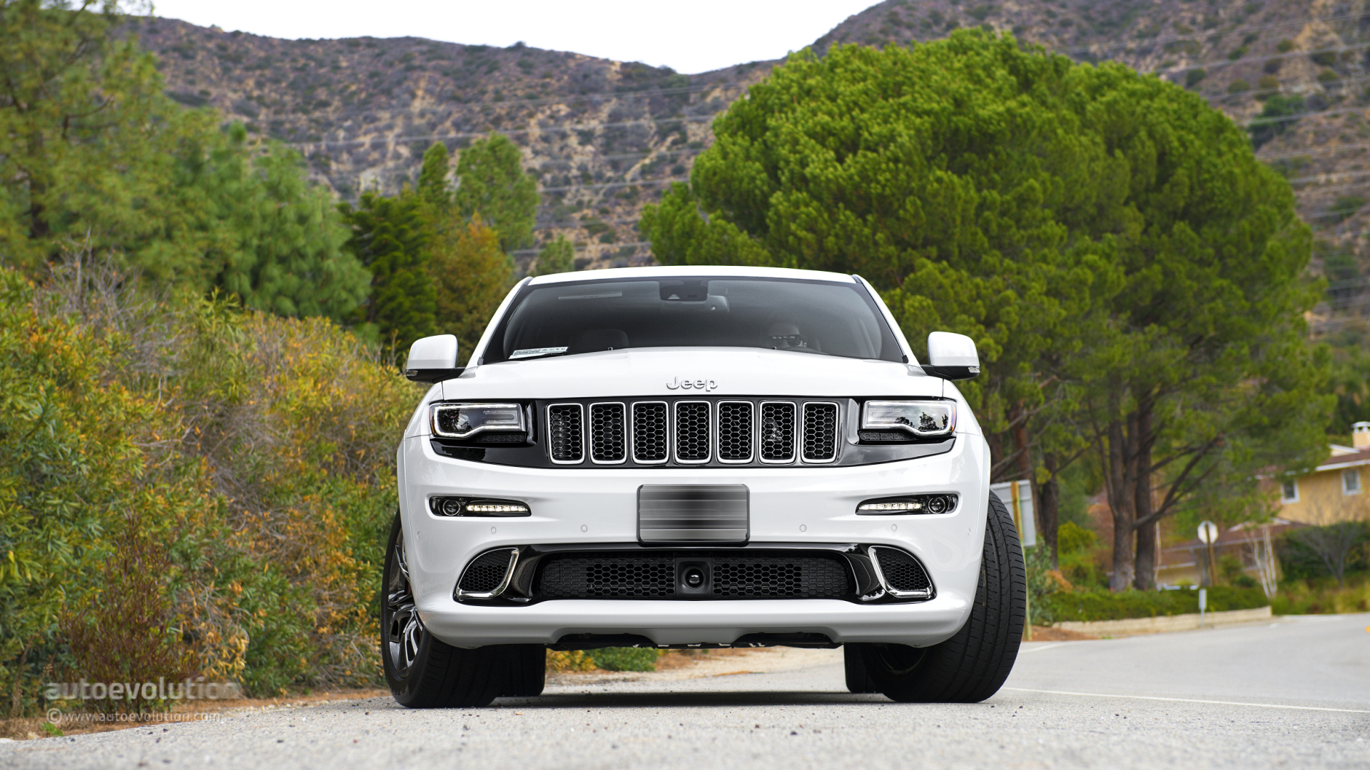 Hellcat-Powered Jeep Grand Cherokee Trackhawk Confirmed For 2017 Launch