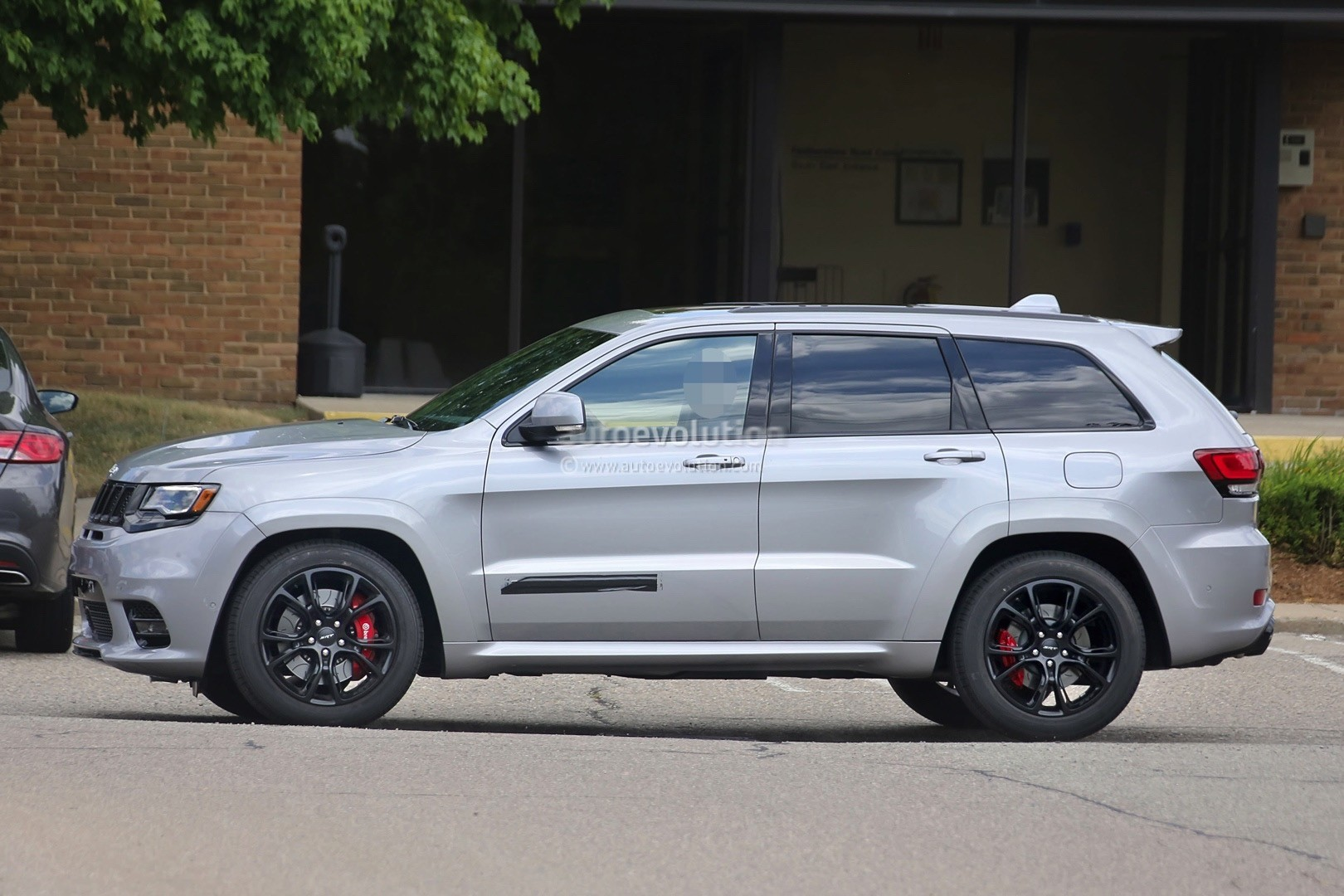 2018 jeep grand cherokee trackhawk confirmed for new york debut autoevolution. Black Bedroom Furniture Sets. Home Design Ideas
