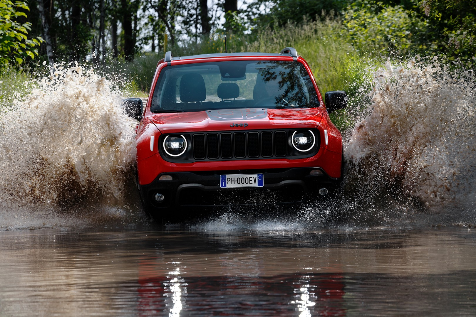 2021 Jeep Wrangler Plug-in Hybrid >> Jeep Renegade Plug In Hybrid Makes On Road Debut Looks The