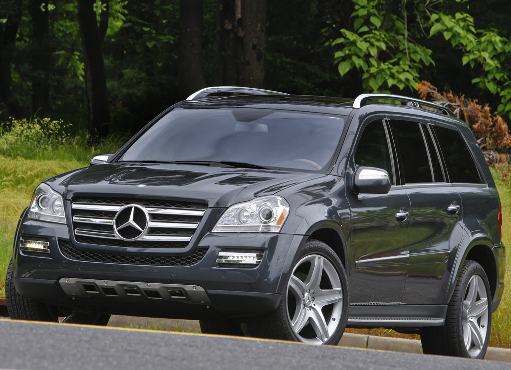 Jennifer garner drives her children in a mercedes benz for Mercedes benz 550 gl