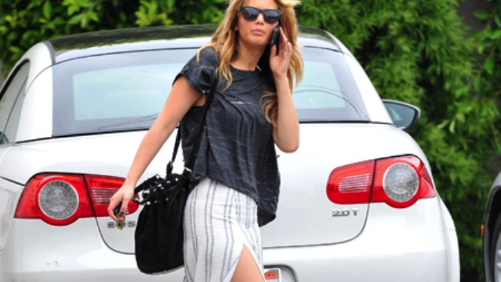 Jennifer Lawrence Drives a Volkswagen Eos - autoevolution