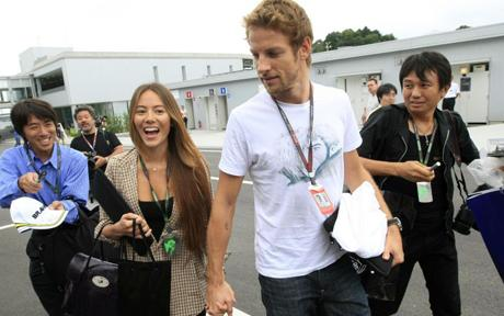 Jenson Button Breaks Up with Jessica Michibata - autoevolution