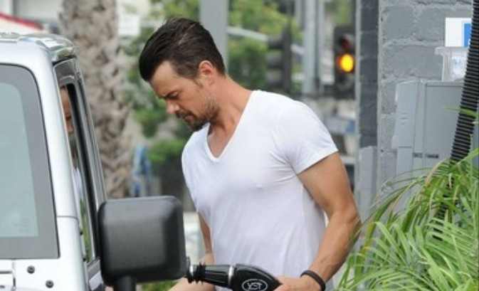 Josh Duhamel Drives A Jeep Wrangler Not A Race Fan