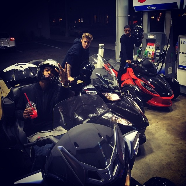 """Can Am Car >> Justin Bieber Rides Can-Ams With His """"Team,"""" Audi R8 With His Lady - autoevolution"""