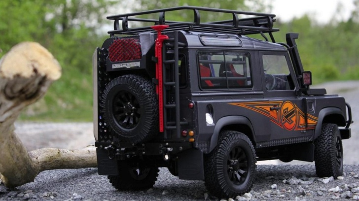 kahn land rover defender rc model looks as real as it can get autoevolution. Black Bedroom Furniture Sets. Home Design Ideas