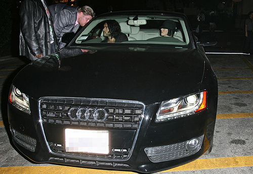 katy perry drives a classy audi a5 autoevolution. Black Bedroom Furniture Sets. Home Design Ideas