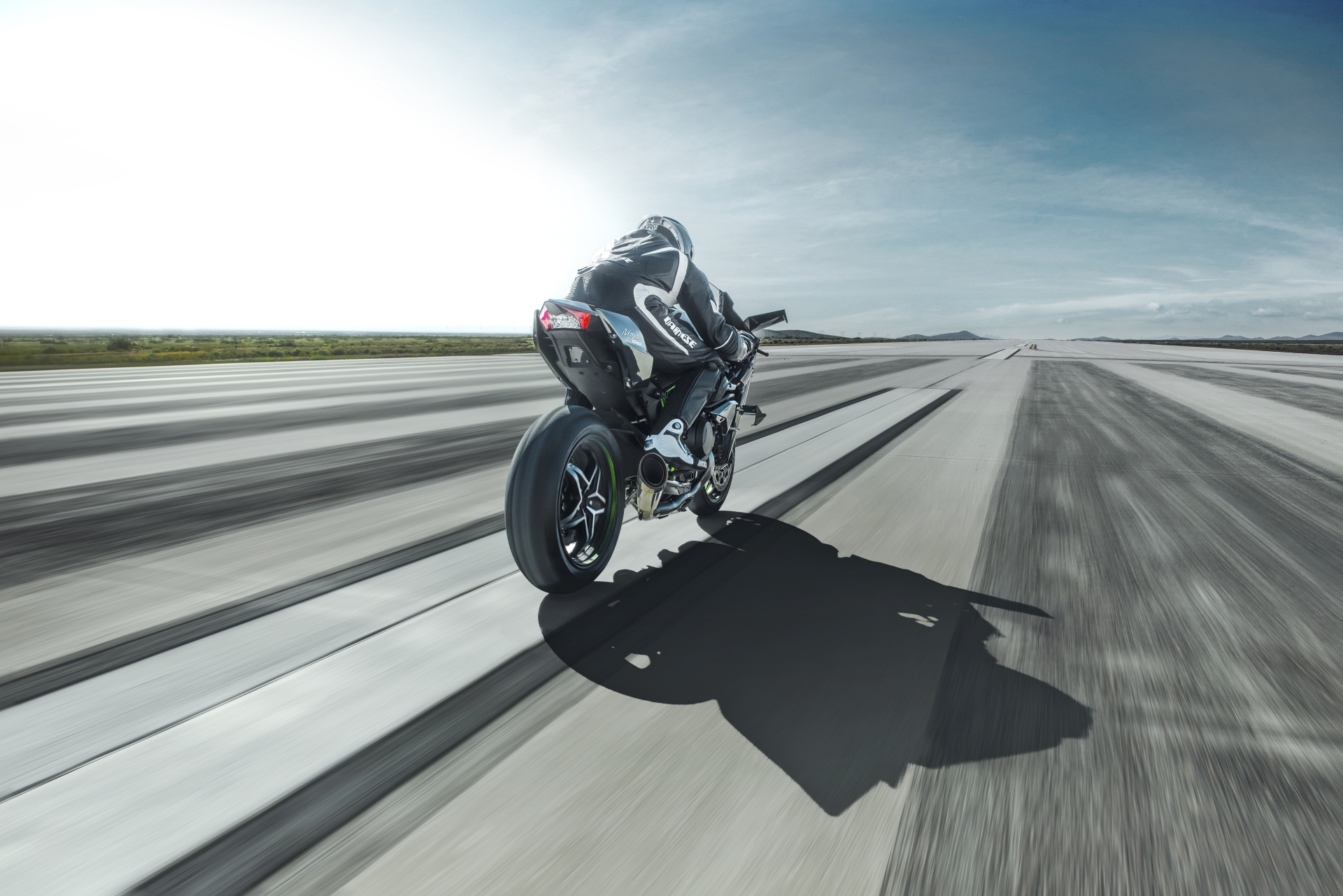Kawasaki Ninja H2r Does Over 220 Mph Is This Fast Enough For You
