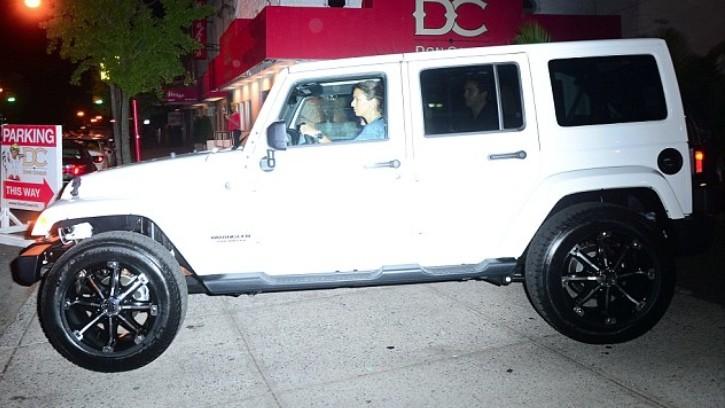 Khloe Kardashian Gets a Jeep Wrangler Sahara from French ...