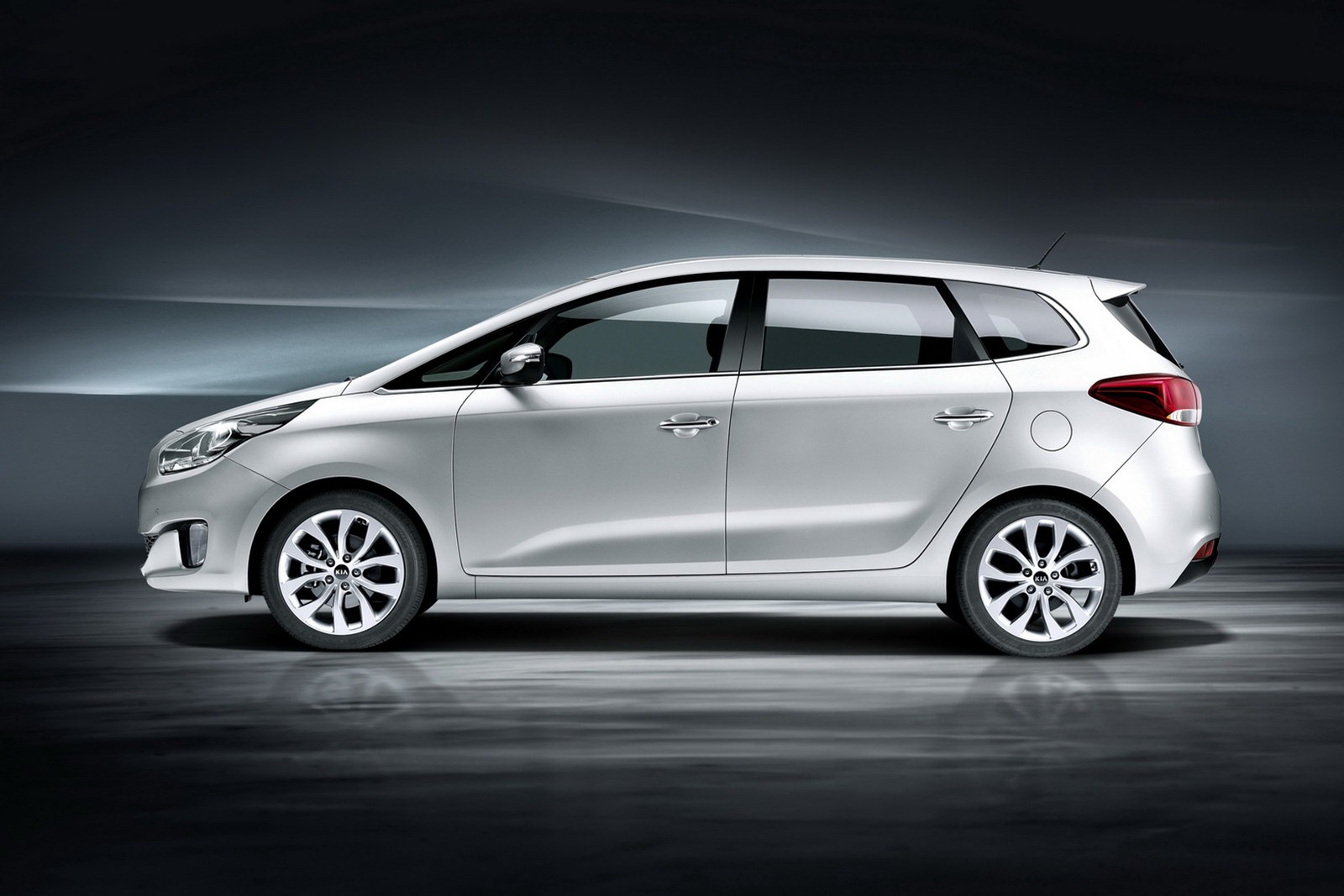 Lee Auto Sales >> Kia Carens Shows Its Face for Tie First TIme - autoevolution