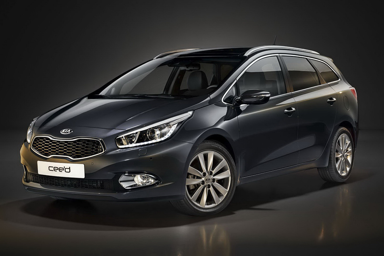 new 2013 kia cee 39 d station wagon first photo autoevolution. Black Bedroom Furniture Sets. Home Design Ideas