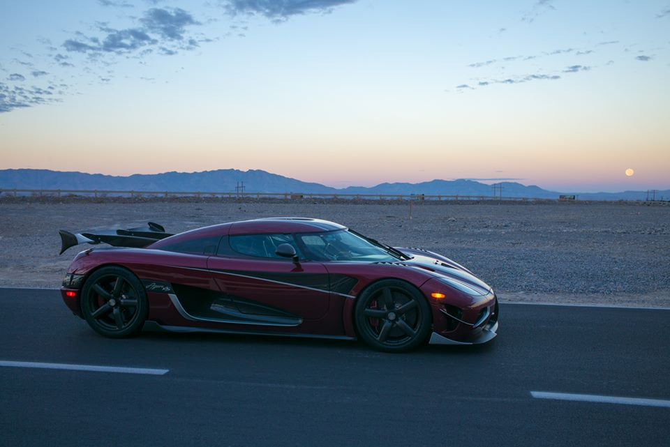Koenigsegg shuts down Nevada highway, tops out at 447 km/h