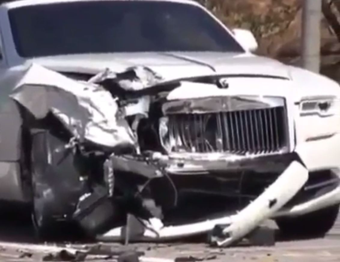 When Is A Car Totaled >> Kris Jenner Crashes Rolls-Royce Dawn, Gets a New One the Next Day - autoevolution