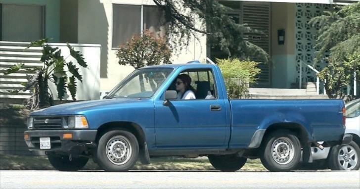 Kristen Stewart Spotted Driving Old Toyota Truck Autoevolution