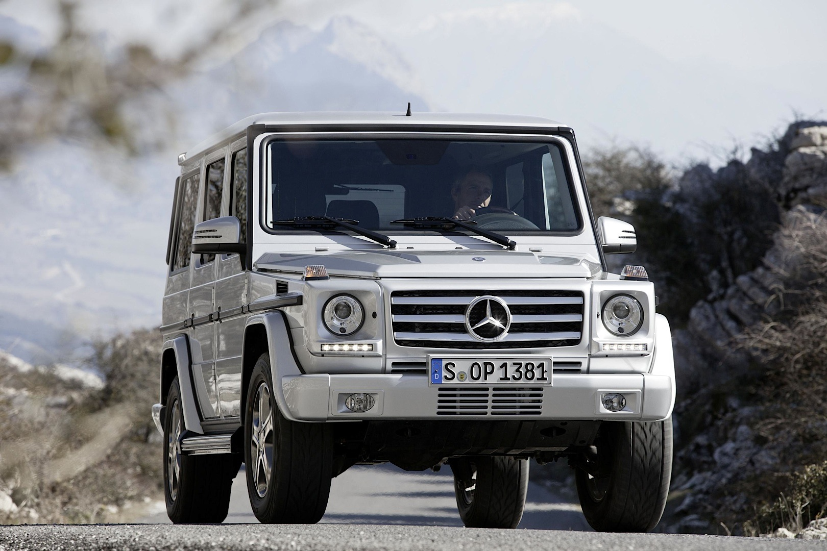 Kumho tires to shoe the mercedes benz g class as oe for Tires for mercedes benz