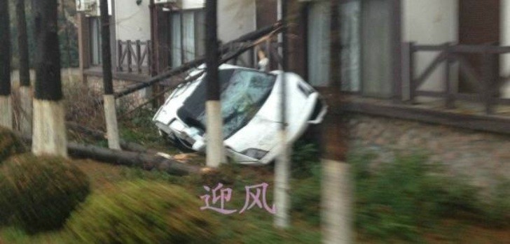 Lambo Gallardo Spyder Crashed During Test Drive in China