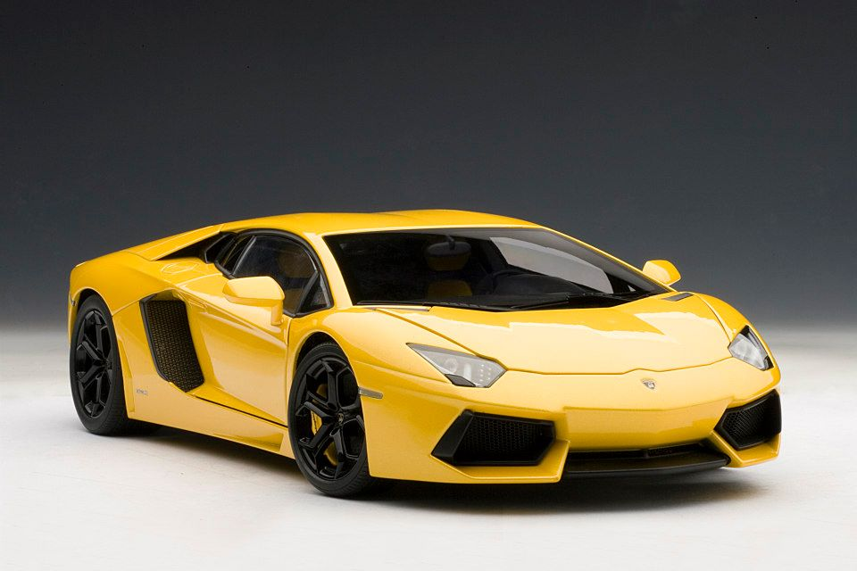 Lamborghini Aventador 1 18 Scale Model The Next Best Thing