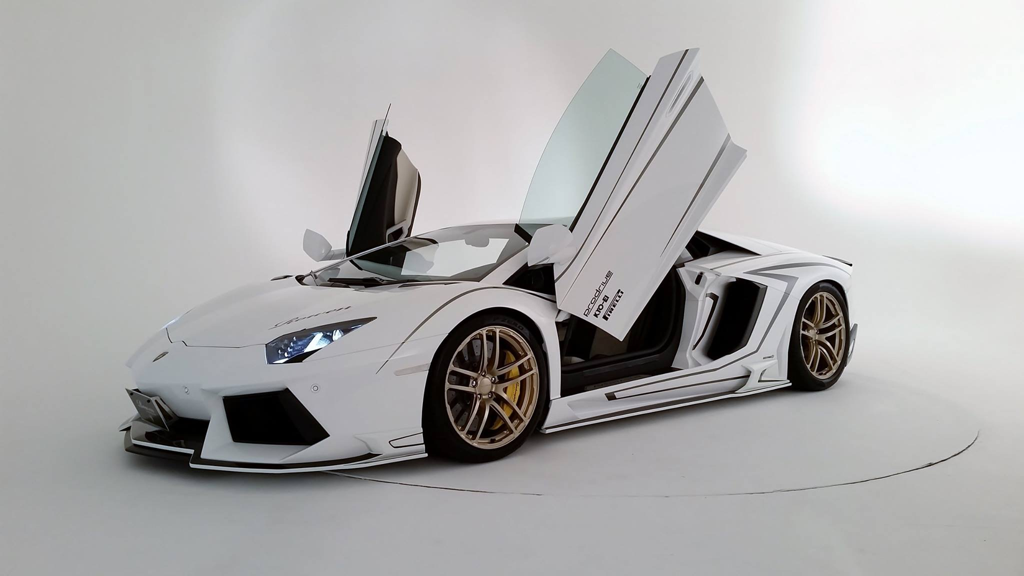 lamborghini aventador gets carbon body kit from rowen video autoevolution. Black Bedroom Furniture Sets. Home Design Ideas