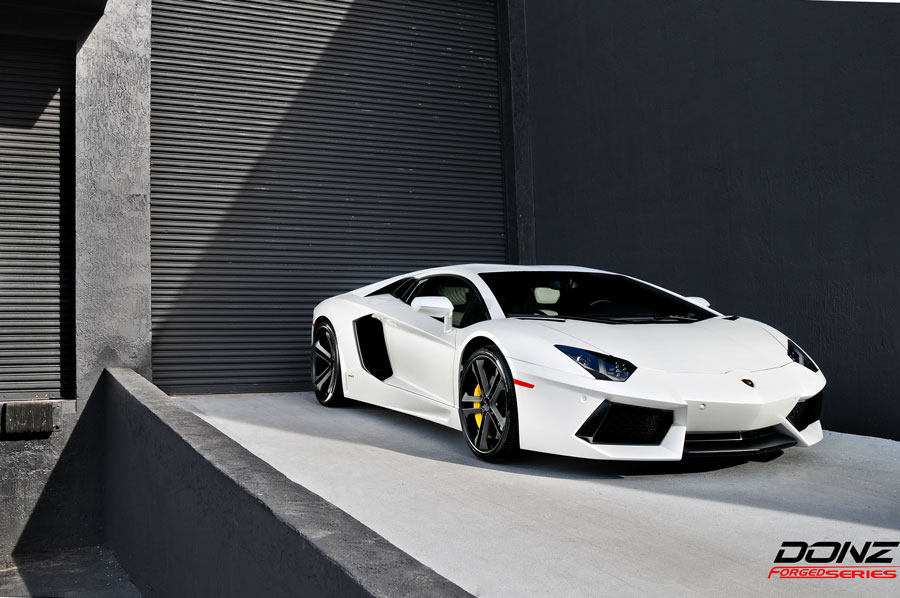 lamborghini aventador in matte white gets donz scarface wheels. Black Bedroom Furniture Sets. Home Design Ideas