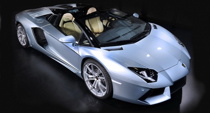 Lamborghini Aventador Roadster Roof Install [Video]