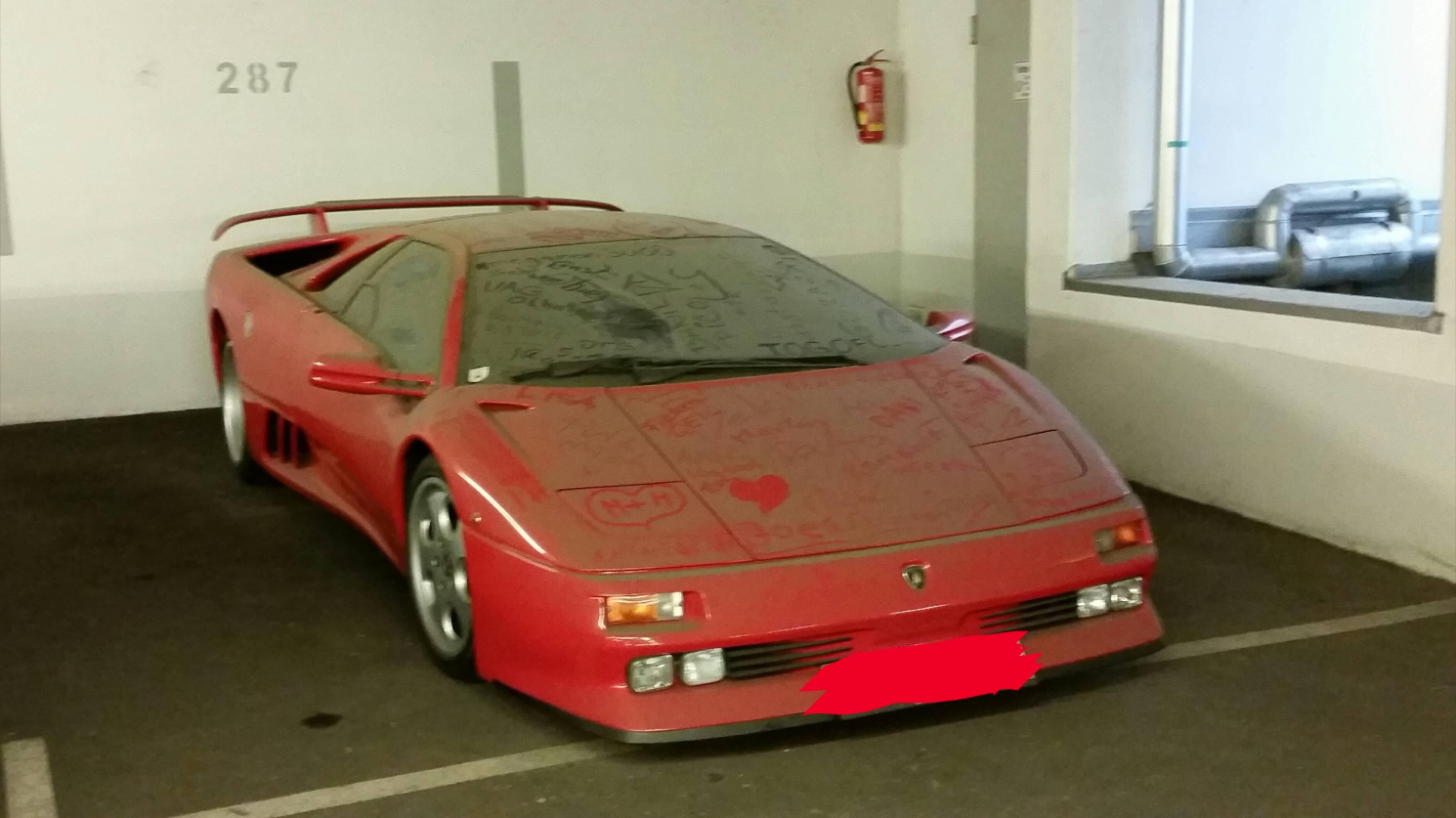 Rare Lamborghini Diablo SE30 Abandoned in Austria Has a Heart Drawn on Its Hood