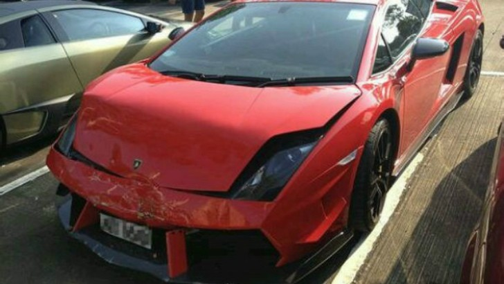 Lamborghini Gallardo Super Trofeo Stradale Rear-Ends Ferrari 458 in China