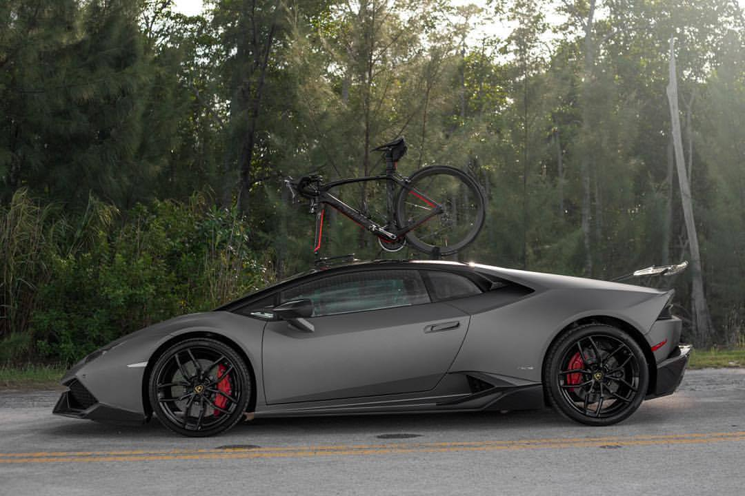 Lamborghini Huracan Carrying A Bicycle Would Be An Excellent Ghost