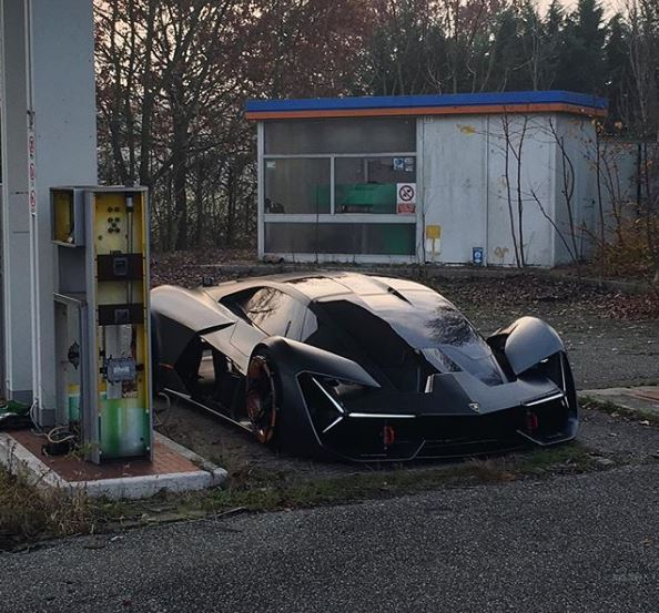 Sant Agata Bolognese Lamborghini Design Boss Takes Terzo Millennio Out To Play Autoevolution