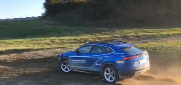 Lamborghini Urus Drifting Offroad Looks Like It Means Business