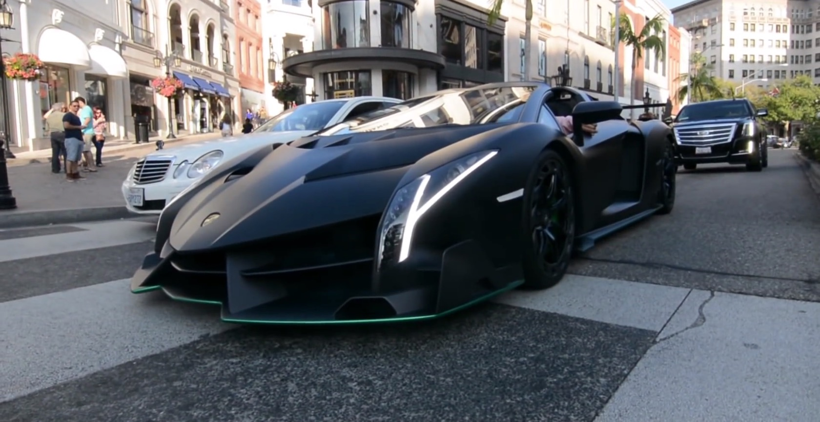 How many lamborghini veneno roadsters were made
