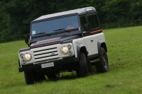 Aznom & Romeo Ferraris Land Rover Defender photo