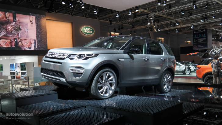 land rover discovery sport makes its paris debut live photos autoevolution. Black Bedroom Furniture Sets. Home Design Ideas