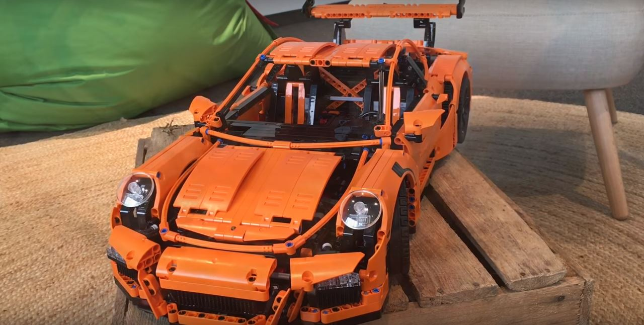 lego technic porsche 911 gt3 rs walkaround video shows the. Black Bedroom Furniture Sets. Home Design Ideas