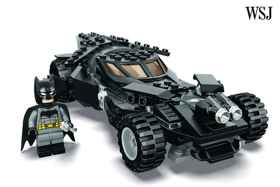 LEGO To Unveil Batman V Superman Dawn Of Justice Kit At San Diego Comic Con