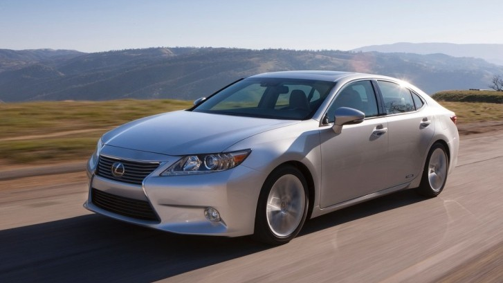 "Lexus ES 300h Is a ""Toyota Prius With a Masters Degree"""