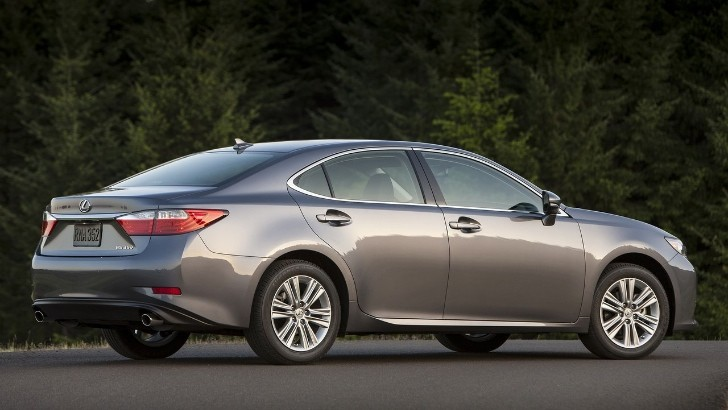 Lexus ES Reviewed by Times of Oman