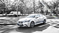 Lexus GS 450h F Sport city driving