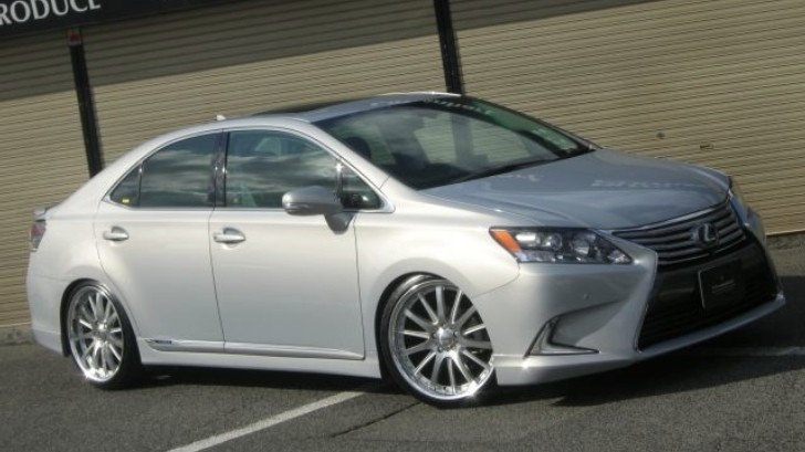 Lexus HS Looking Great On Wald Wheels