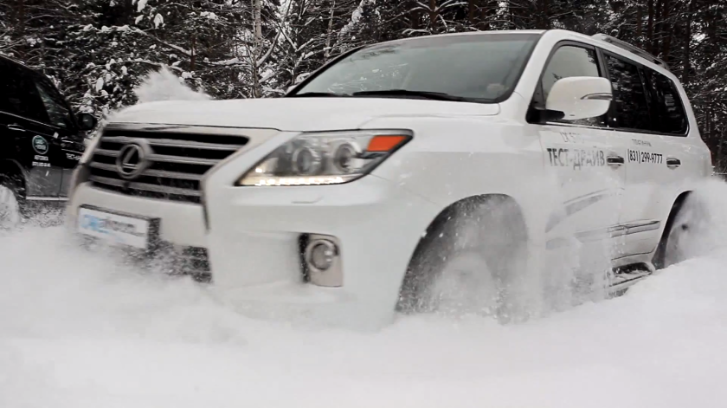 Lexus LX 570 Plays In the Snow [Video]