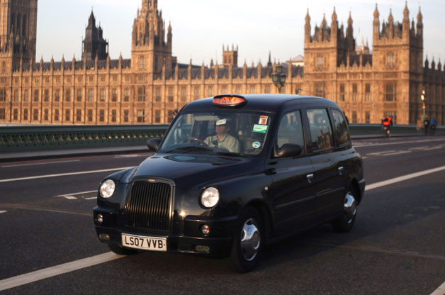 licensed taxi drivers association calls building black cab outside uk a tragedy autoevolution. Black Bedroom Furniture Sets. Home Design Ideas