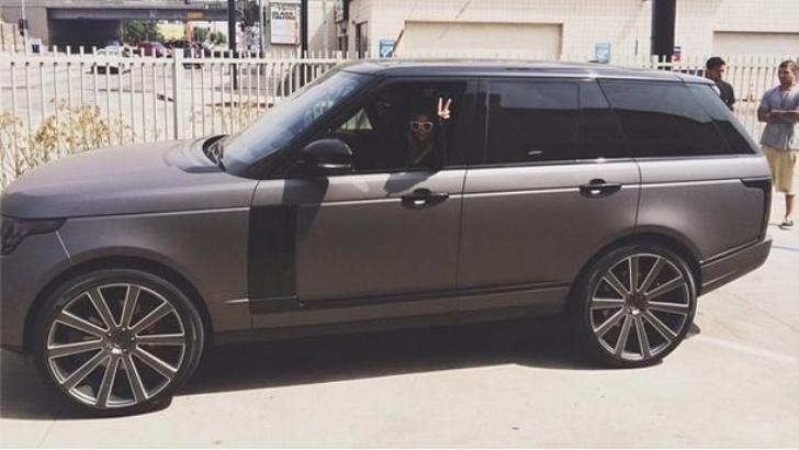 Lionel Richie S Daughter Gets New Range Rover 15 And Happy Autoevolution