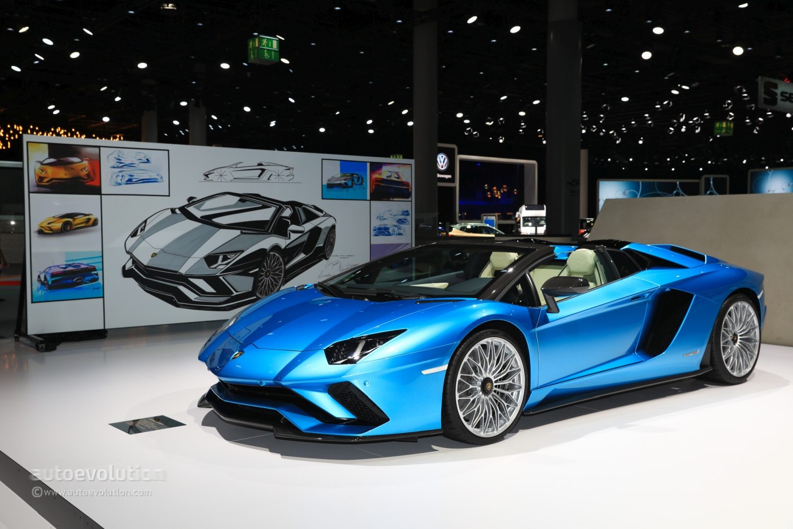 lamborghini aventador s roadster parades blu aegir color in frankfurt autoevolution. Black Bedroom Furniture Sets. Home Design Ideas