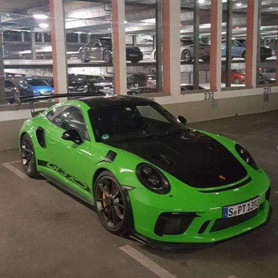 Lizzard Green 2019 Porsche 911 GT3 RS With Weissach
