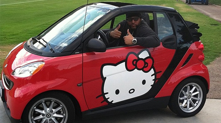 LOL: Antonio Garay Owns a Hello Kitty smart fortwo