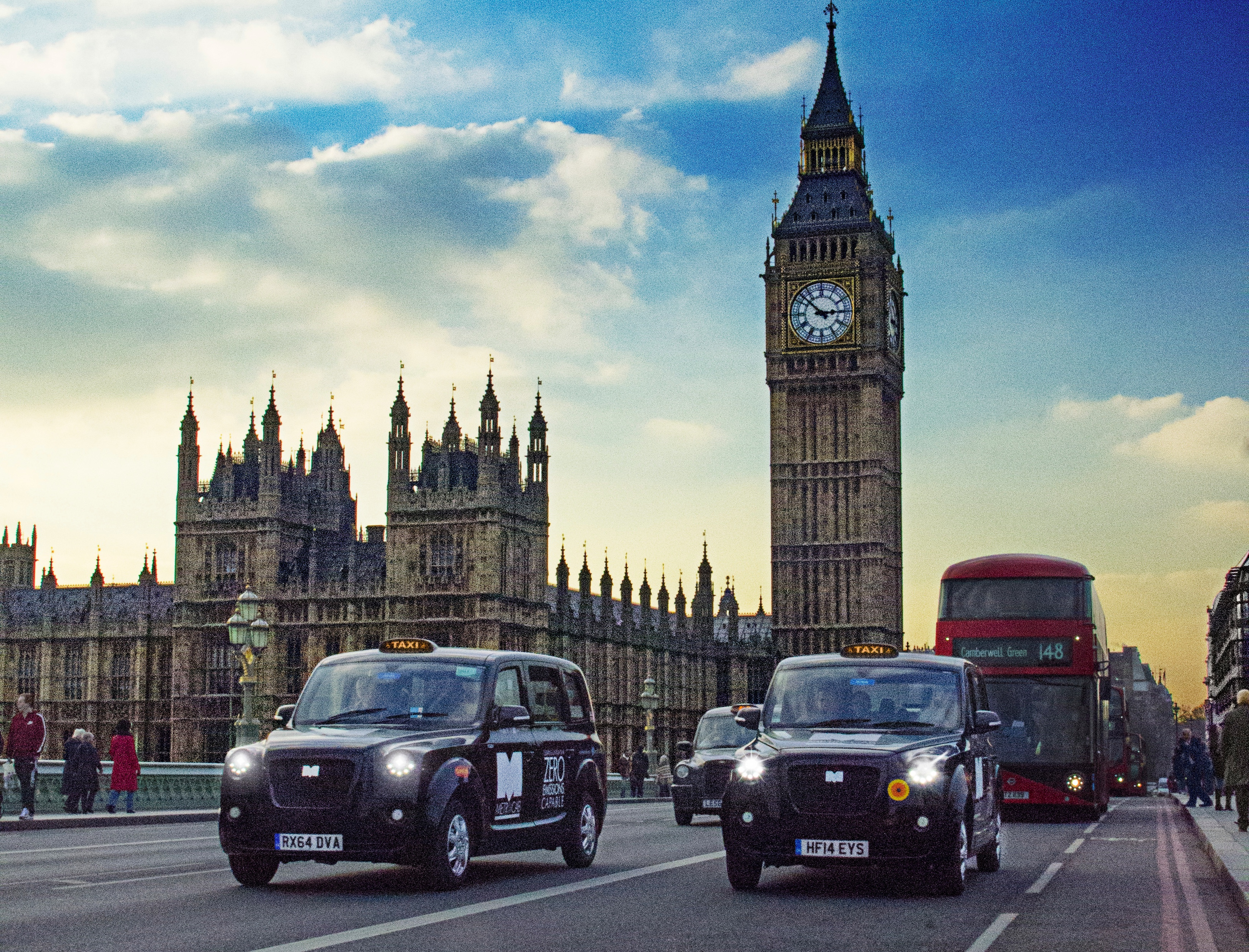 London's Metrocab Electric Taxi is Offering Free Rides in ...